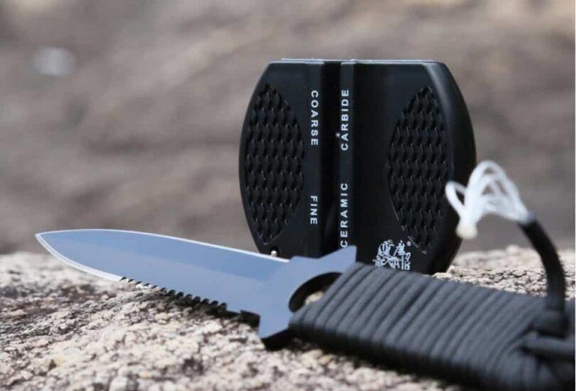 pocket knife srapener with a knife