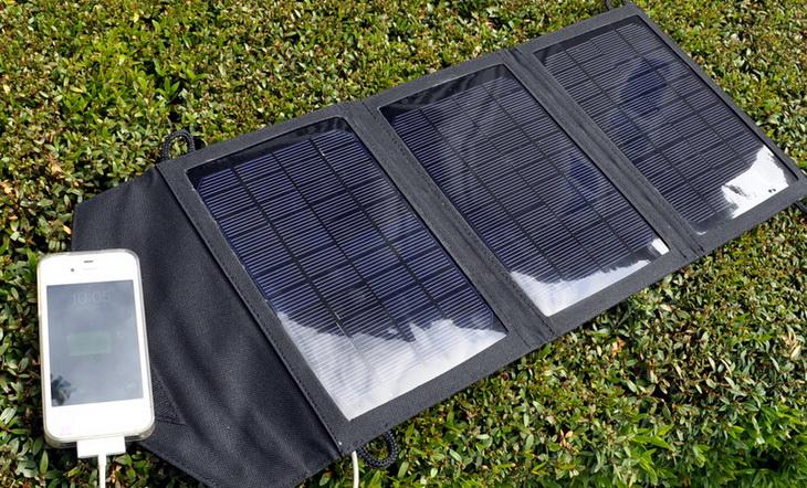 Instapark-Mercury-10-Solar-Panel charging a smartphone