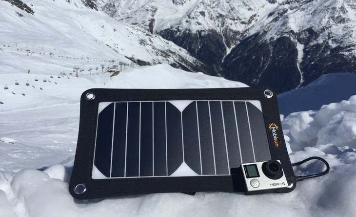 Mobisun Portable 6,5 W solar panel on snow