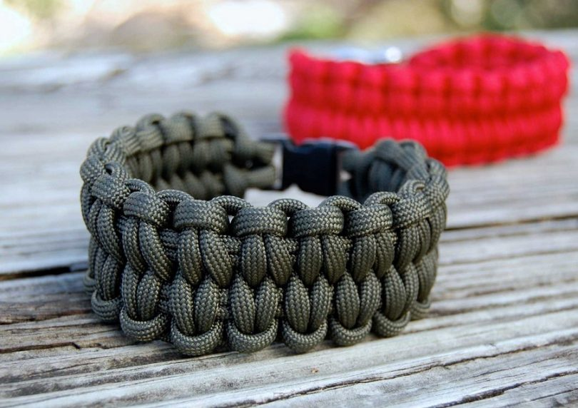paracord bracelet many uses
