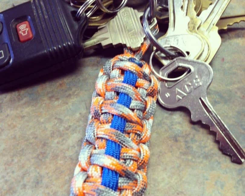 paracord_keychain with keys