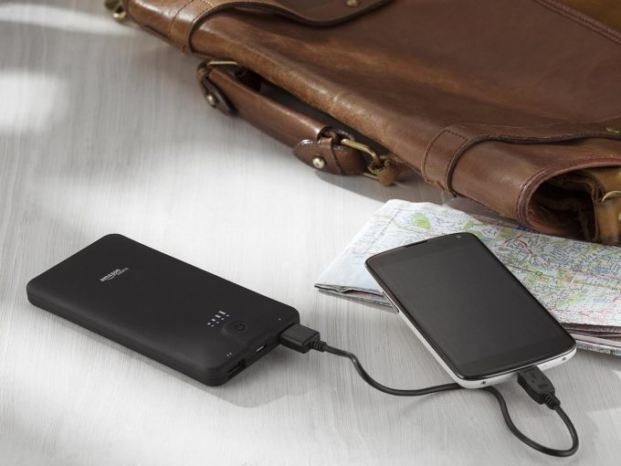 amazonbasics power bank charging a phone