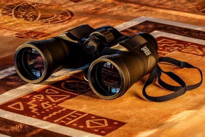 binocular put on ground