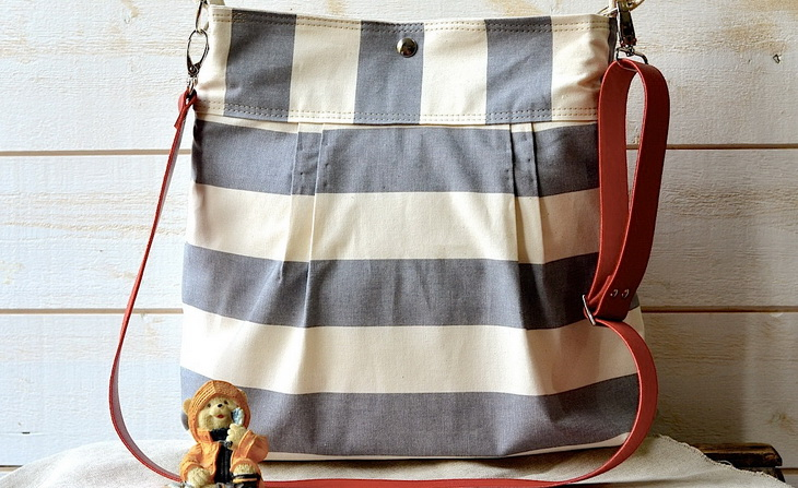 Image of an Messenger Diaper Bag