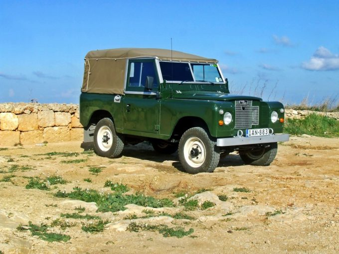 land rover defender off road bug out vehicle