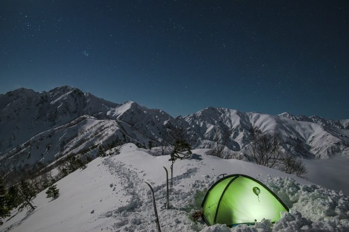 tent-in-the-snow-680x453