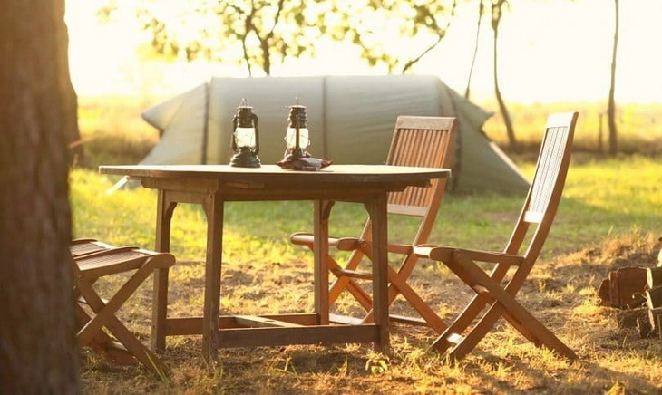 Image of a folding table and a tent in the background