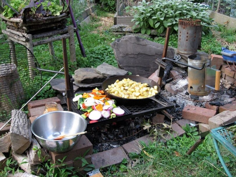Best campfire cooking equipment top products for the for Meal outdoors