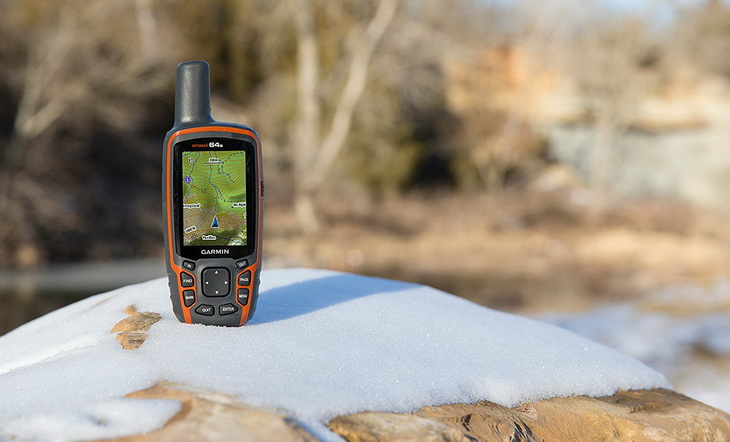 Image of a handheld gps for hiking in snow