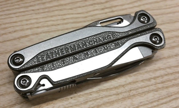 LEATHERMAN-Charge-Titanium-TTi-Multi-tool-gadget ona table
