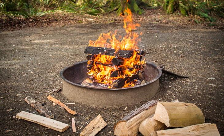 Image of a llog cabin campfire.