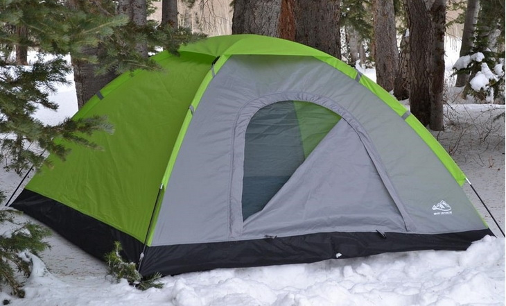 Tent-for-4-persons in the winter time