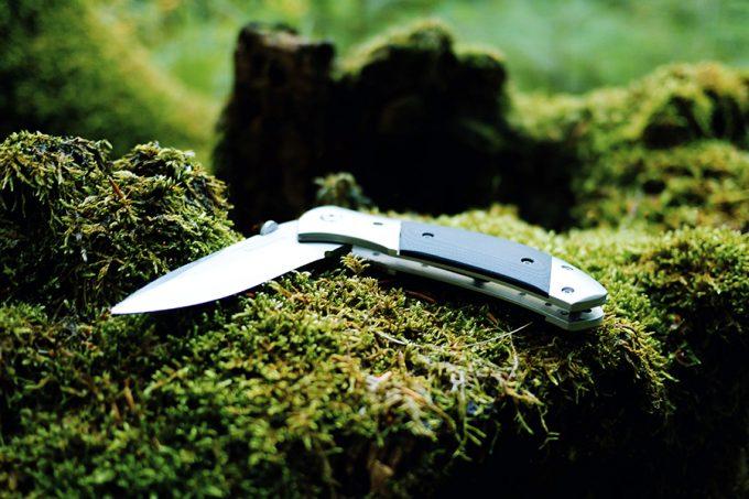 folding knife on mos