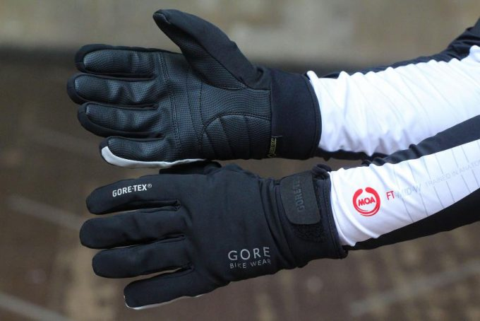 Image showing a pair of Gore Universal Gore-Tex Thermo Gloves