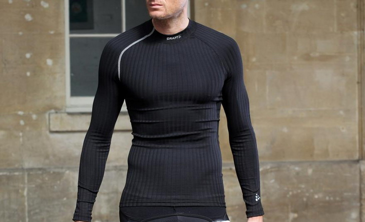 Man wearing Craft Active Extreme Crewneck baselayer