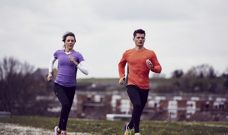 Image of two runners wearing base layers