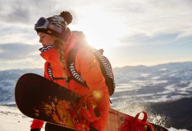 woman snowdoarder in snow coat