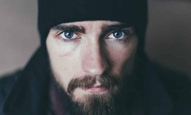 Bearded-Man-Wearing-Black-Knit-Cap