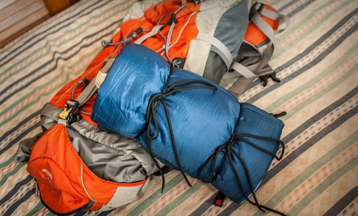 folding-a-sleeping-bag