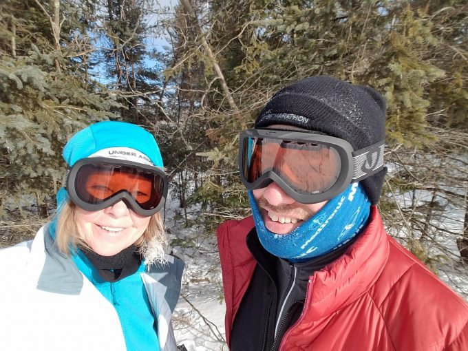 man-and-woman-hiking-wearing-winter-hats-680x510