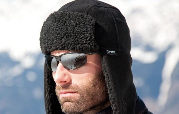 men-wearing-black-fleece-hat