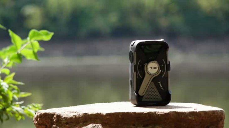 Eton solar Radio on a rock outside