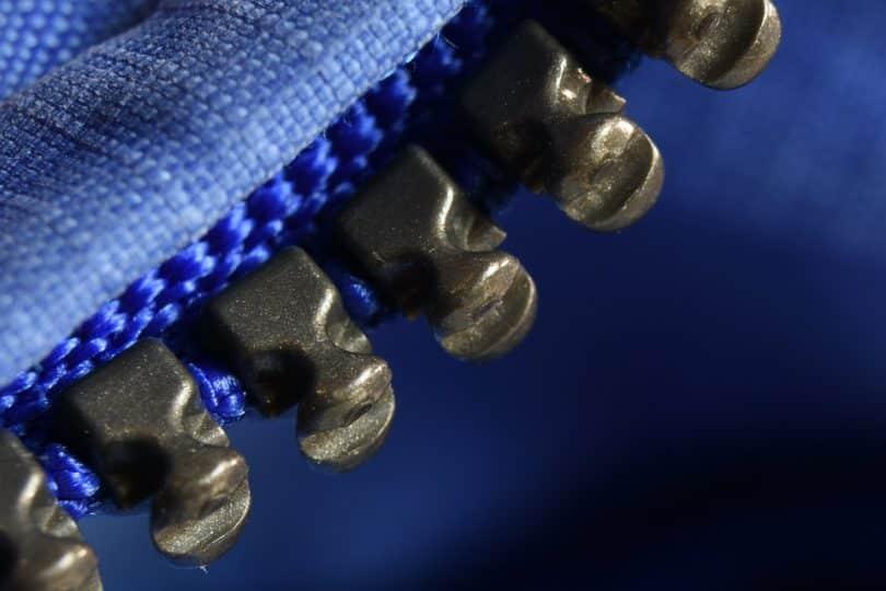the teeths of a zipper