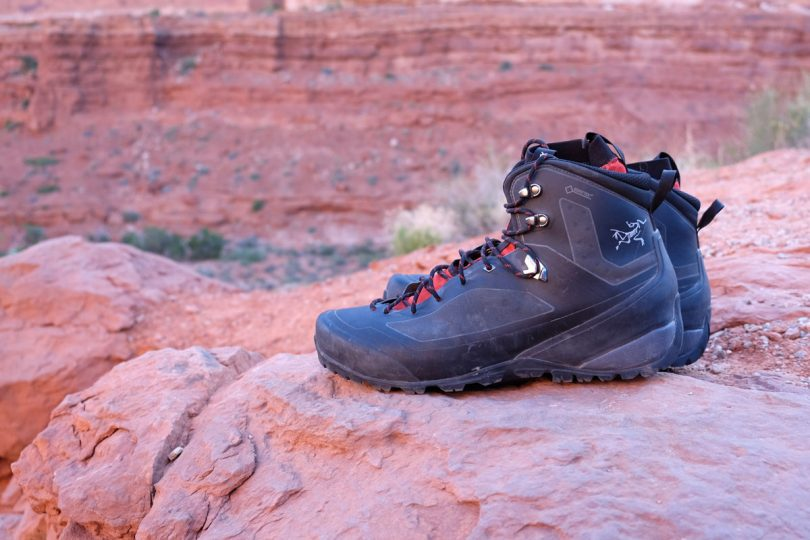 picture of backpacking boots