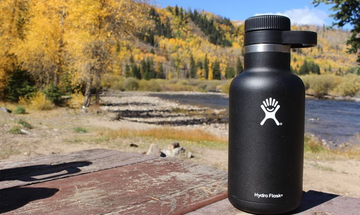 HYDRO FLASK Outdoor Beer Growler on a table