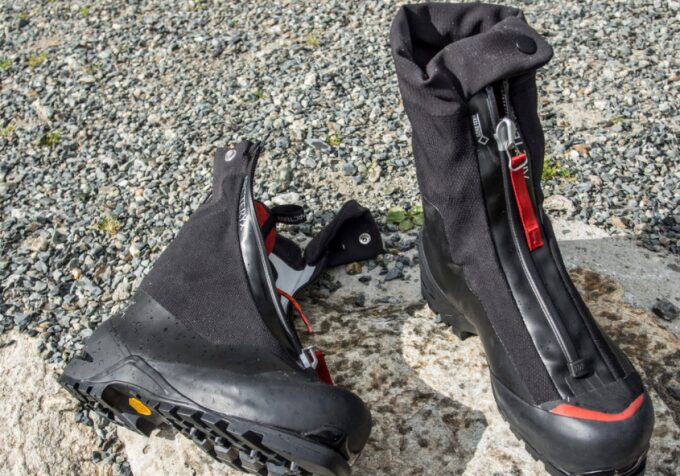 mountaineering boots with zip down the front