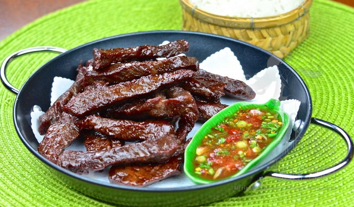 Thai style fried sun-dried beef jerky