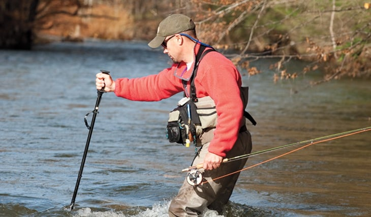 Crossing a river with the tripod method