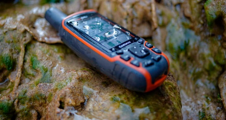 gps garmin 64s on a rock