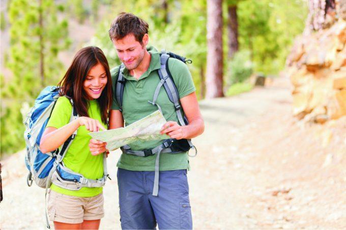 hikers-choosing-destination