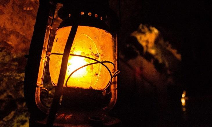 Gas-Powered Lantern Lightening