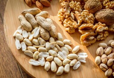 picture of nuts trail mix