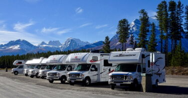 picture of motorhomes in a mountains landcsape