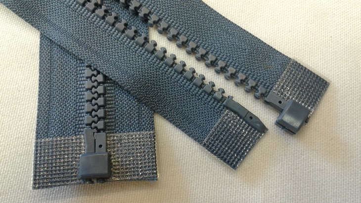 plastic_molded_zipper_16in_separating_on_the_table