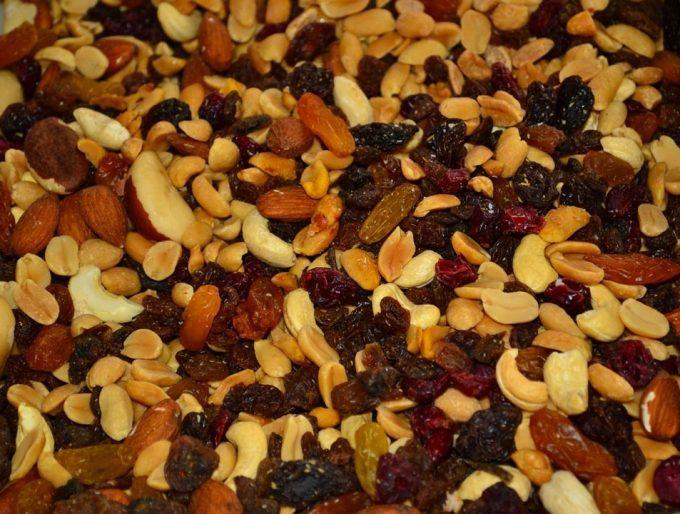 trail-mix-nuts-raisins-brazil-nuts-680x514