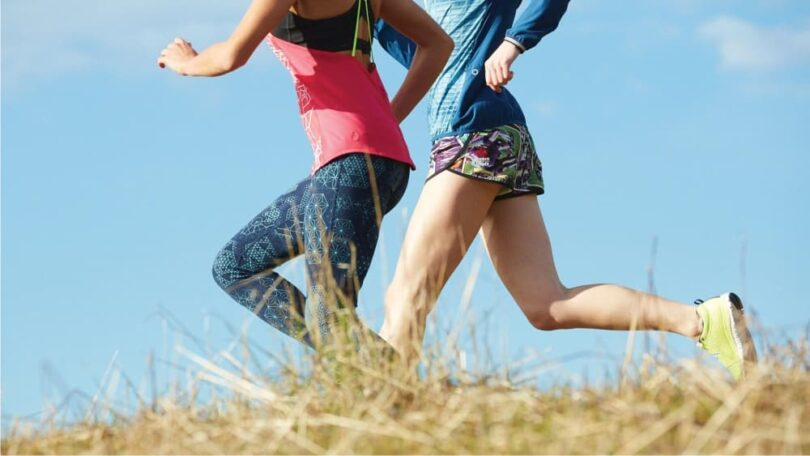 two-girls-runing-during-hike