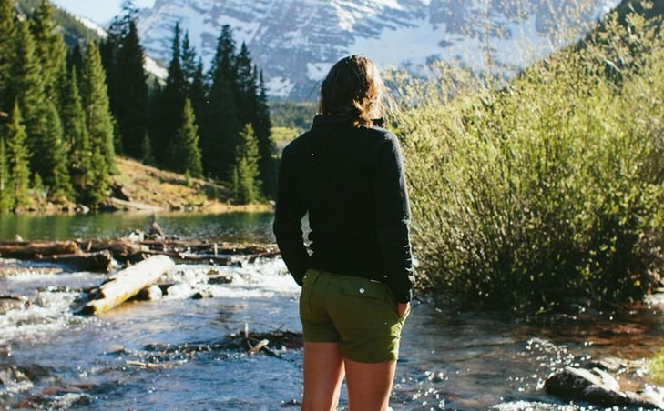 woman in water repellent hiking short watching the landscape