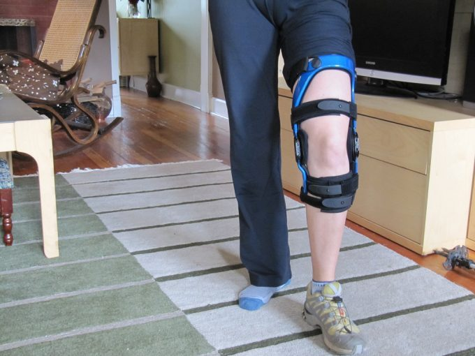 Best Knee Brace for Hiking: Keeping Off Knee Injuries at Bay and Improving Your Hiking Experience