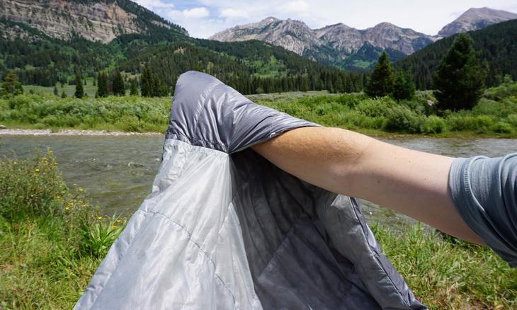 Sierra Designs Backcountry Bed 600 3-Season-Sleeping-Bag-Hand-Pockets