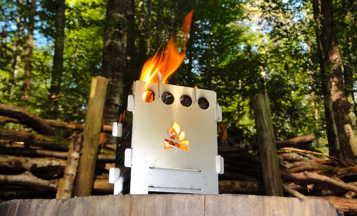 Fire burning in Bushcraft Essentials Bushbox Outdoor Solo Stove