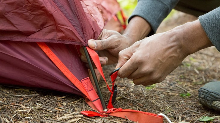 Man setting up a tent