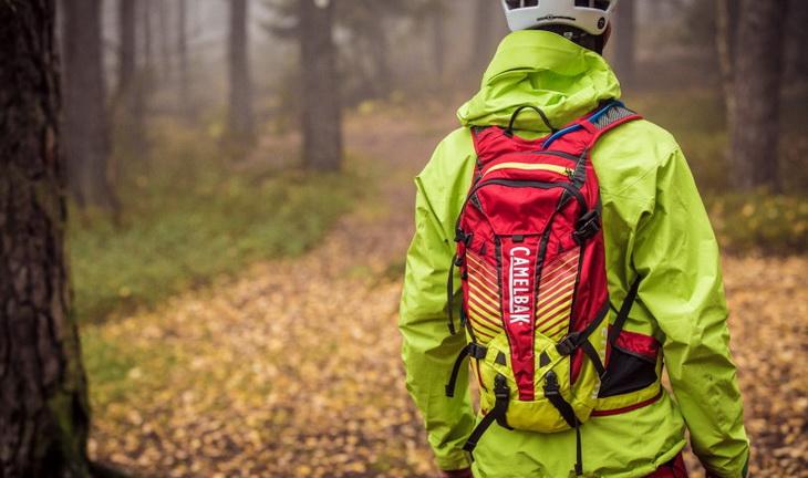 Hiker wearing Camelback-Kudus