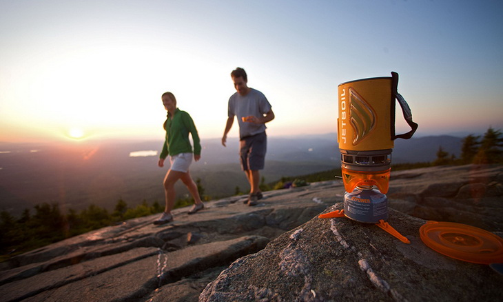 Jetboil Flash Personal Cooking System and two adults passing by