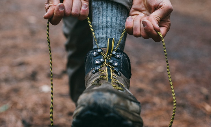 hiker_tying_hiking_boots