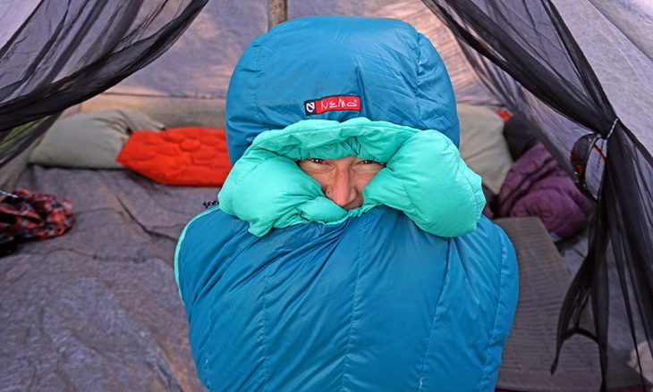 Image of a woman in Nemo-sleeping bag