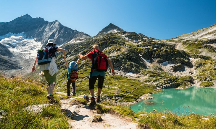 Parents hiking with their children in the summer